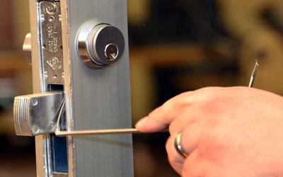 Locked out Corona Call straight away (718) 404-4145 locksmith professional service in NY