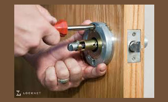 Locked out Whitestone Call promptly (718) 404-4145