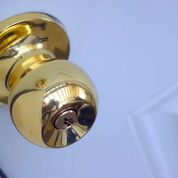 Do locksmiths fix door knobs?